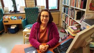 Vår duktiga skolbibliotekarie Fröken Carmen