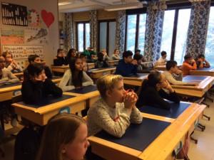 Klass 5 och 6 lyssnade intresserat.