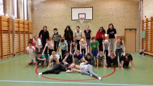 Mot slutet testade klasserna att göra en pyramid i tre lager.